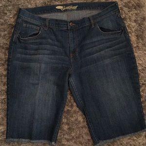 Old Navy Sweetheart Bermuda Jean Shorts 12